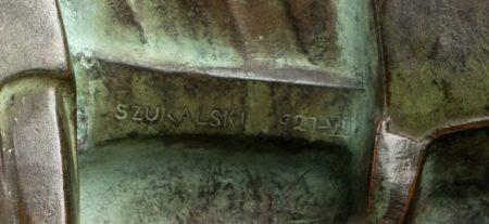 """Fragment rzeźby """"Bolesław Śmiały (Prawy)"""" ze zbiorów Muzeum Górnośląskiego w Bytomiu (1926–1928, brąz)"""