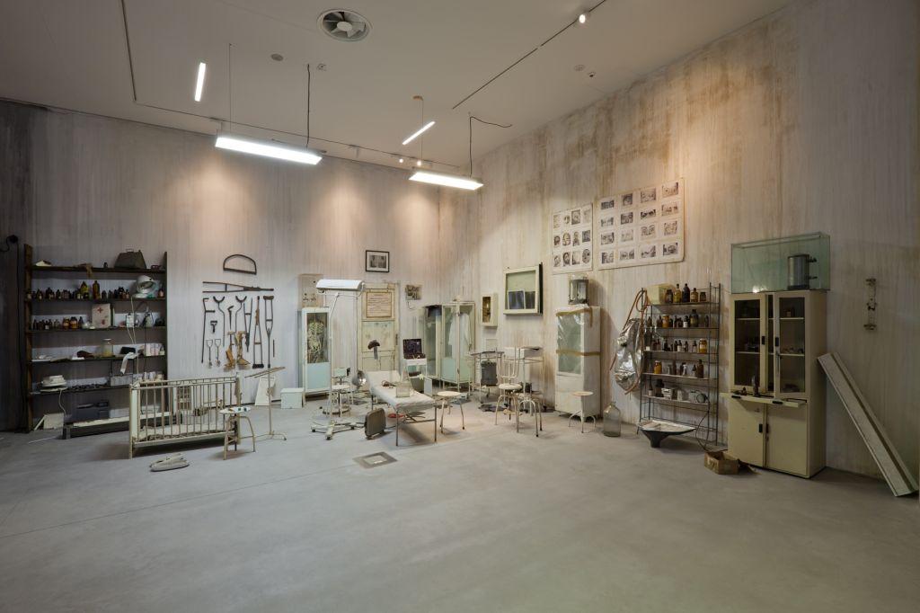 Robert Kuśmirowski, bez tytułu, 2009, instalacja, Kolekcja MOCAK-u