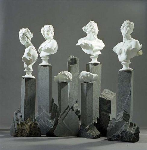 KOLUMNY, 1995, gnejs, porcelana, wys. od 108 do 134 cm, kol. prywatna