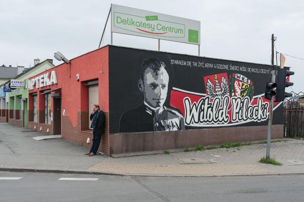 Wojciech Wilczyk, Łagiewniki, ul. Wrocławska – 15.04.2017, z cyklu Słownik polsko-polski | 2017, fotografia, 70 × 100 cm, courtesy W. Wilczyk