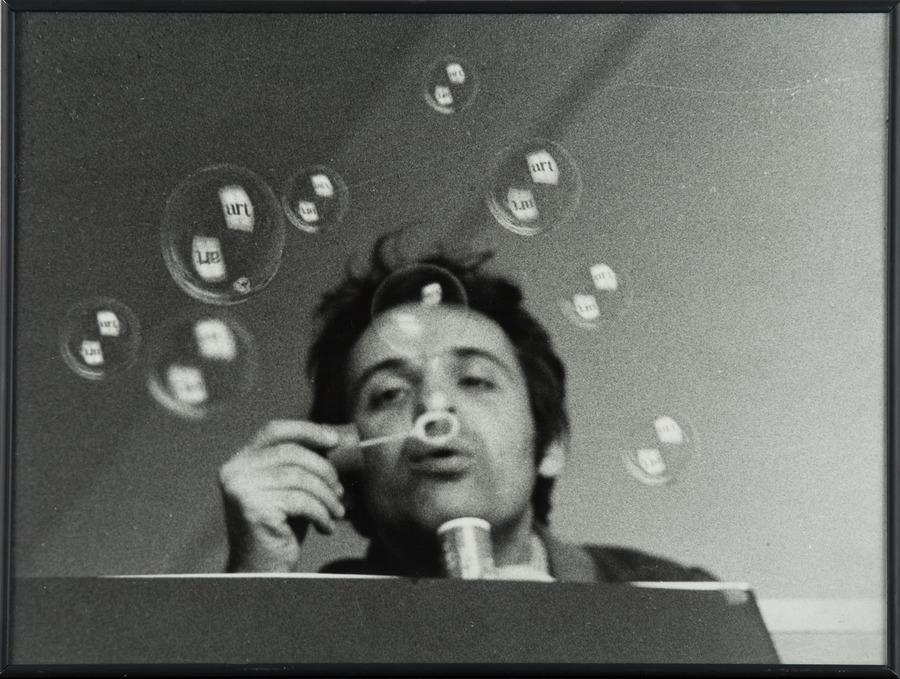 Géza Perneczky, z cyklu Concepts like Commentary | 1972, fotografia, 30,5 × 40,5 cm, Kolekcja MOCAK-u, © Géza Perneczky