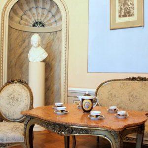 Wnętrza pałacu w Dobrzycy, Salonik z ptakami