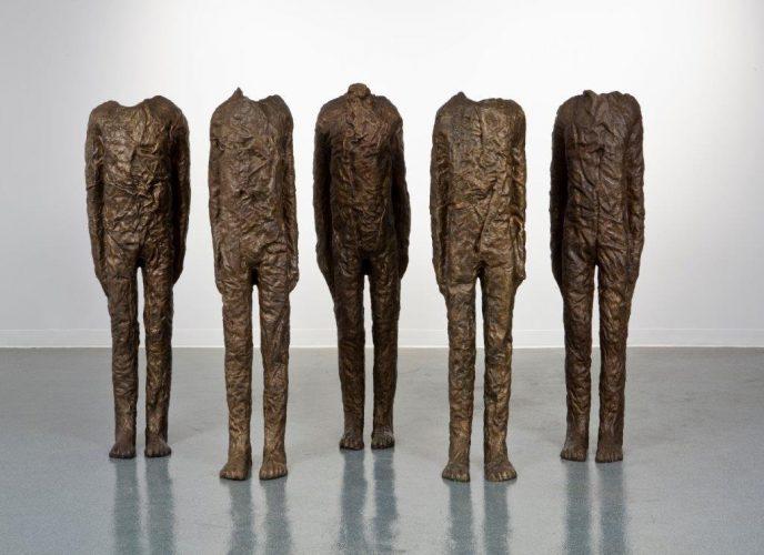 Magdalena Abakanowicz, Grupa pięciu postaci z ramionami, rzeźba, sztuka polska, niezła sztuka